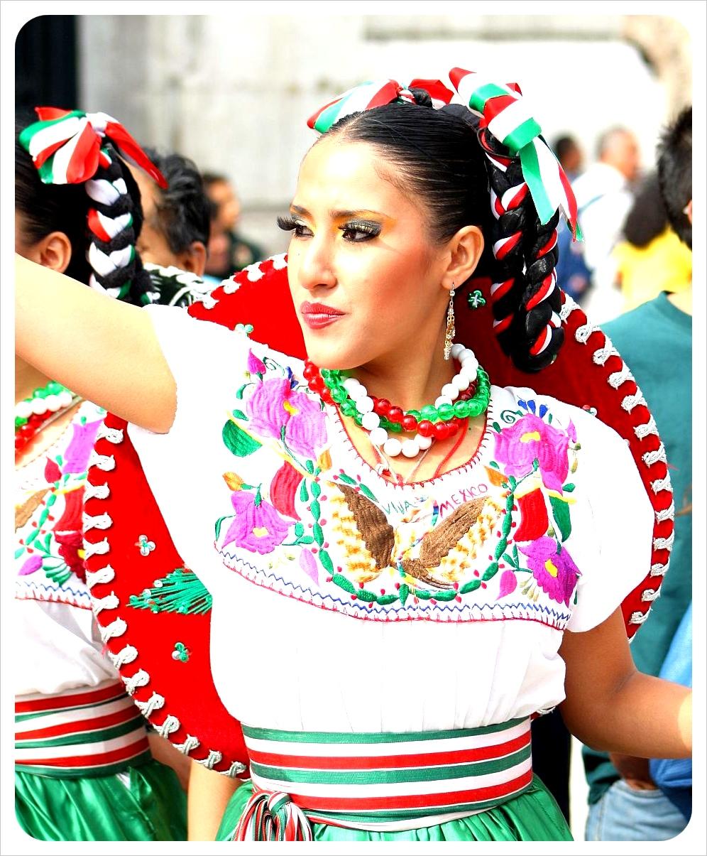 приведен список фото глыои мексиканке чаша была