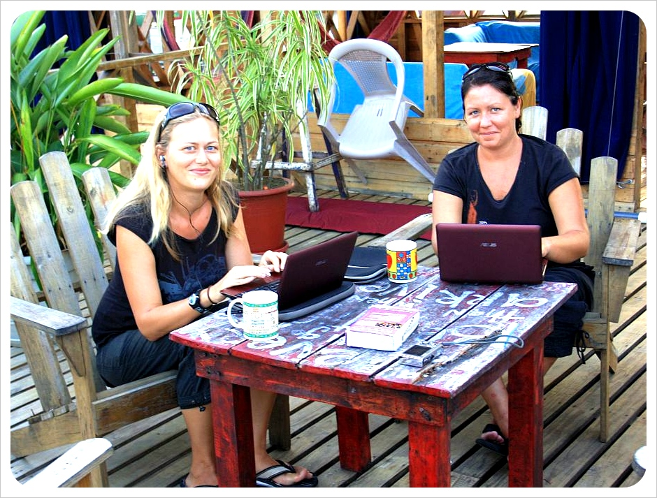 Globetrottergirls @ work in bocas del toro Panama