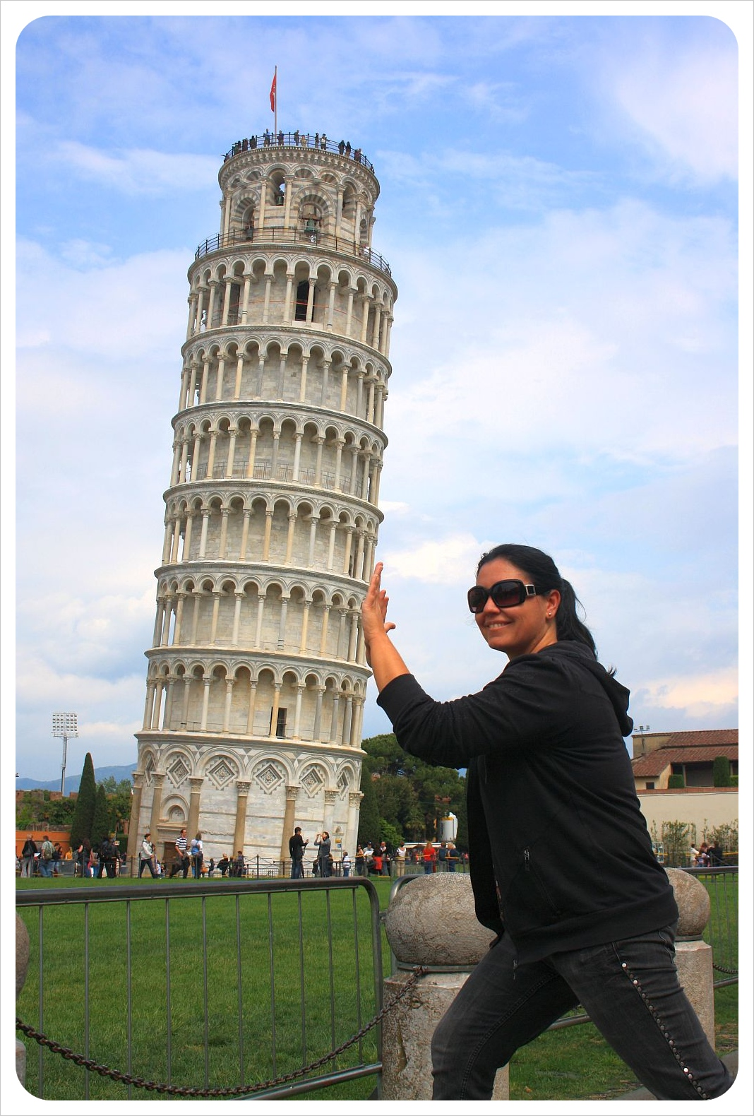 Jess at the leaning tower pisa