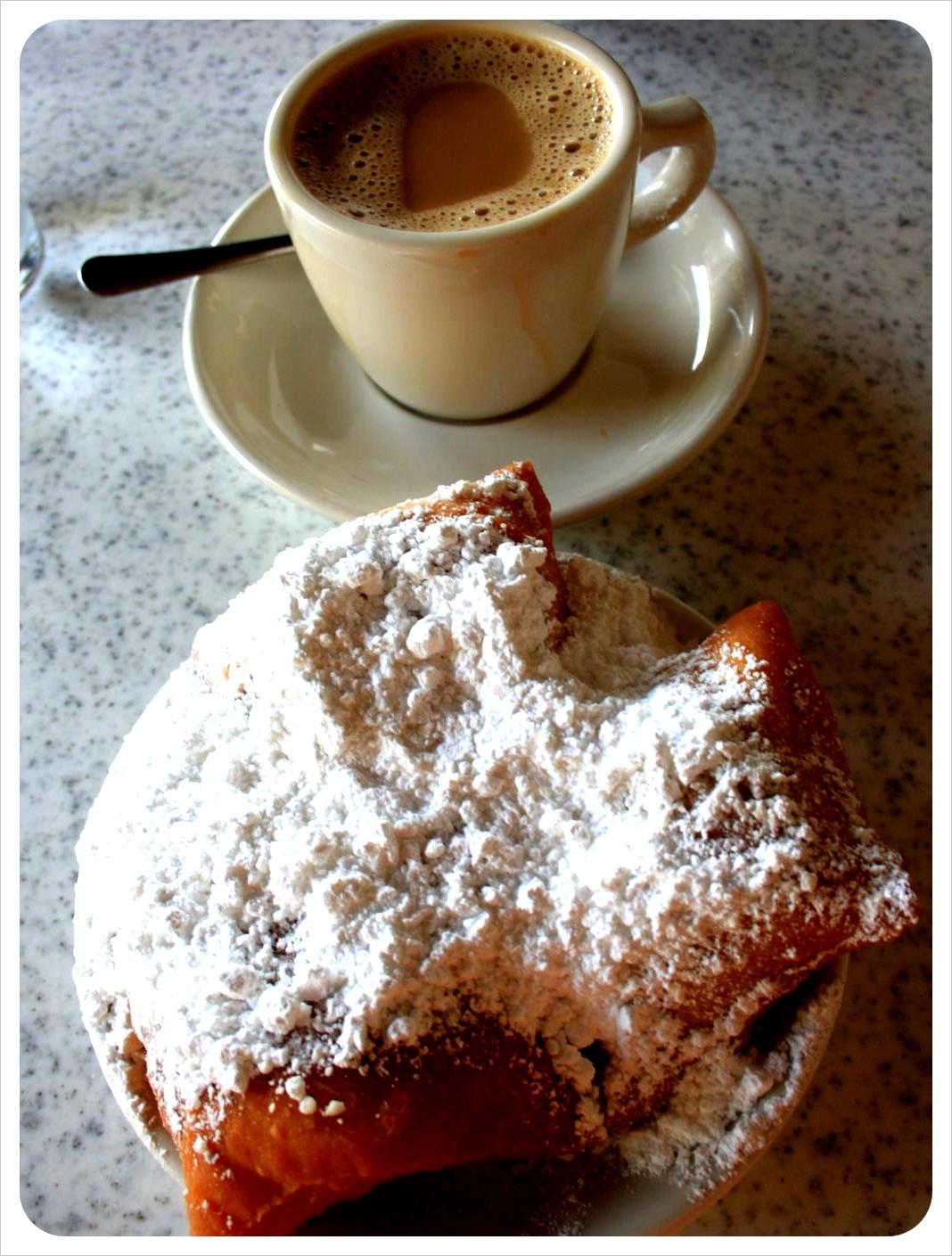 beignets & cafe au lait new orleans cafe du monde