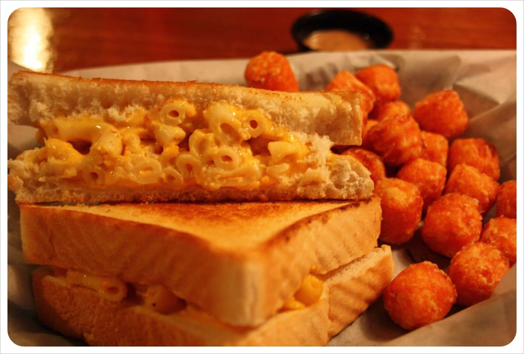 charleston mac n cheese sandwich