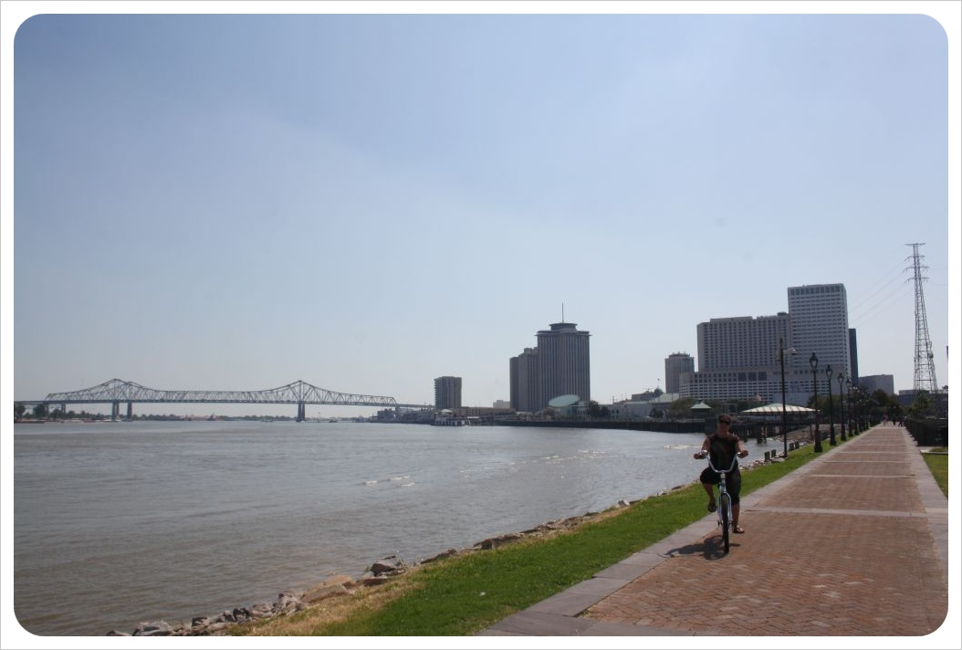 cycling along the mississipi in new orleans