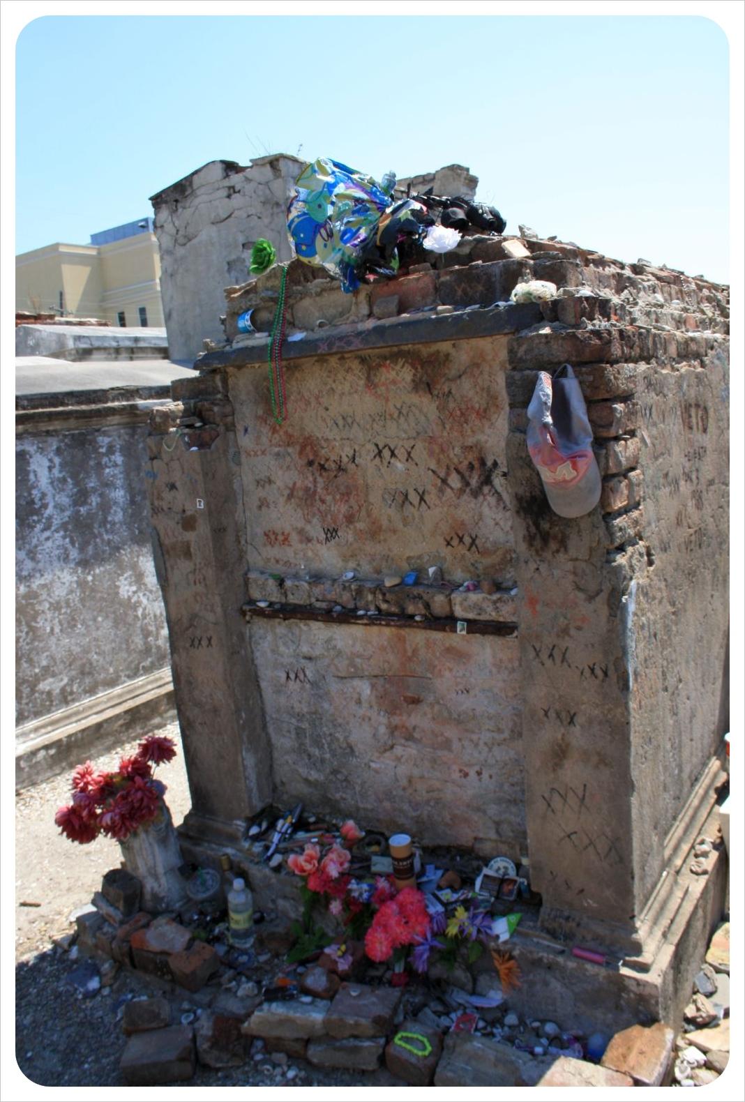 voodoo grave marie laveau st louis cemetery new orleans