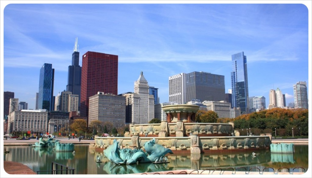 Chicago skyline from buckingham fountain