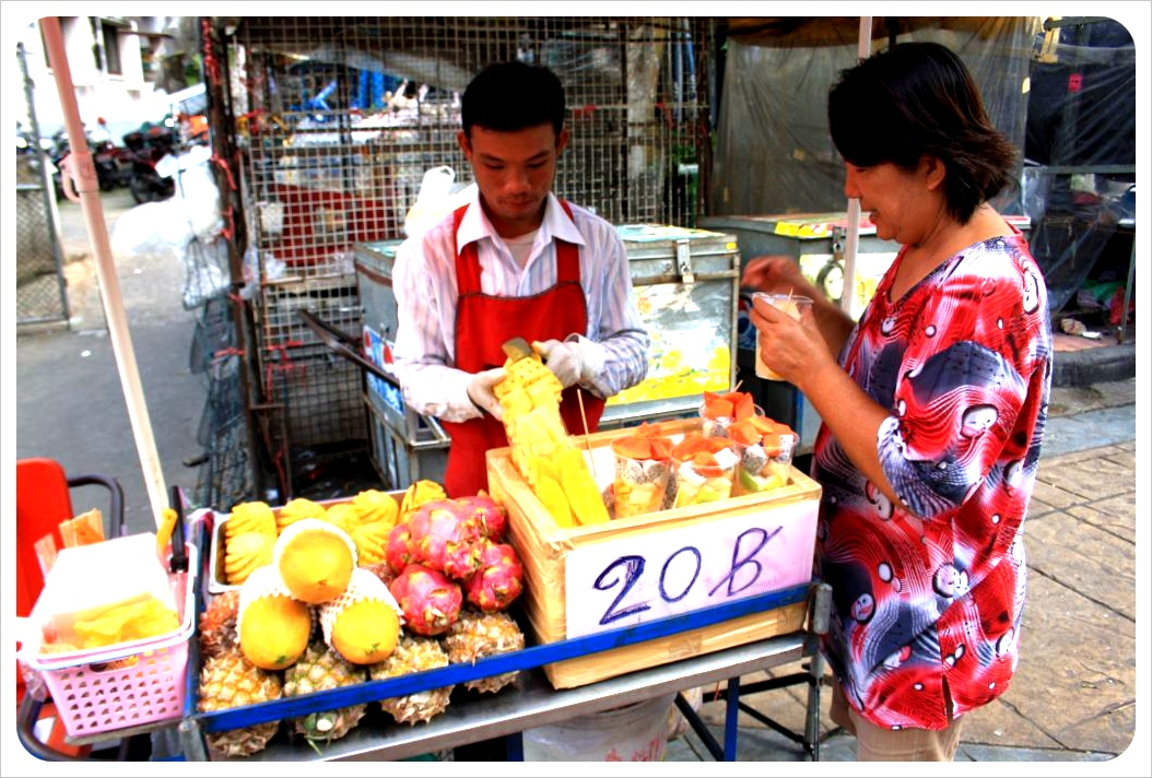 bangkok fruit vendors