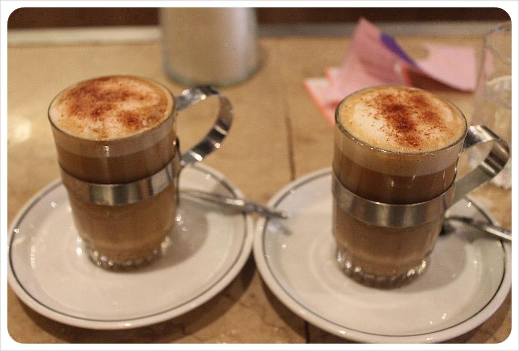 cafe con piernas coffees