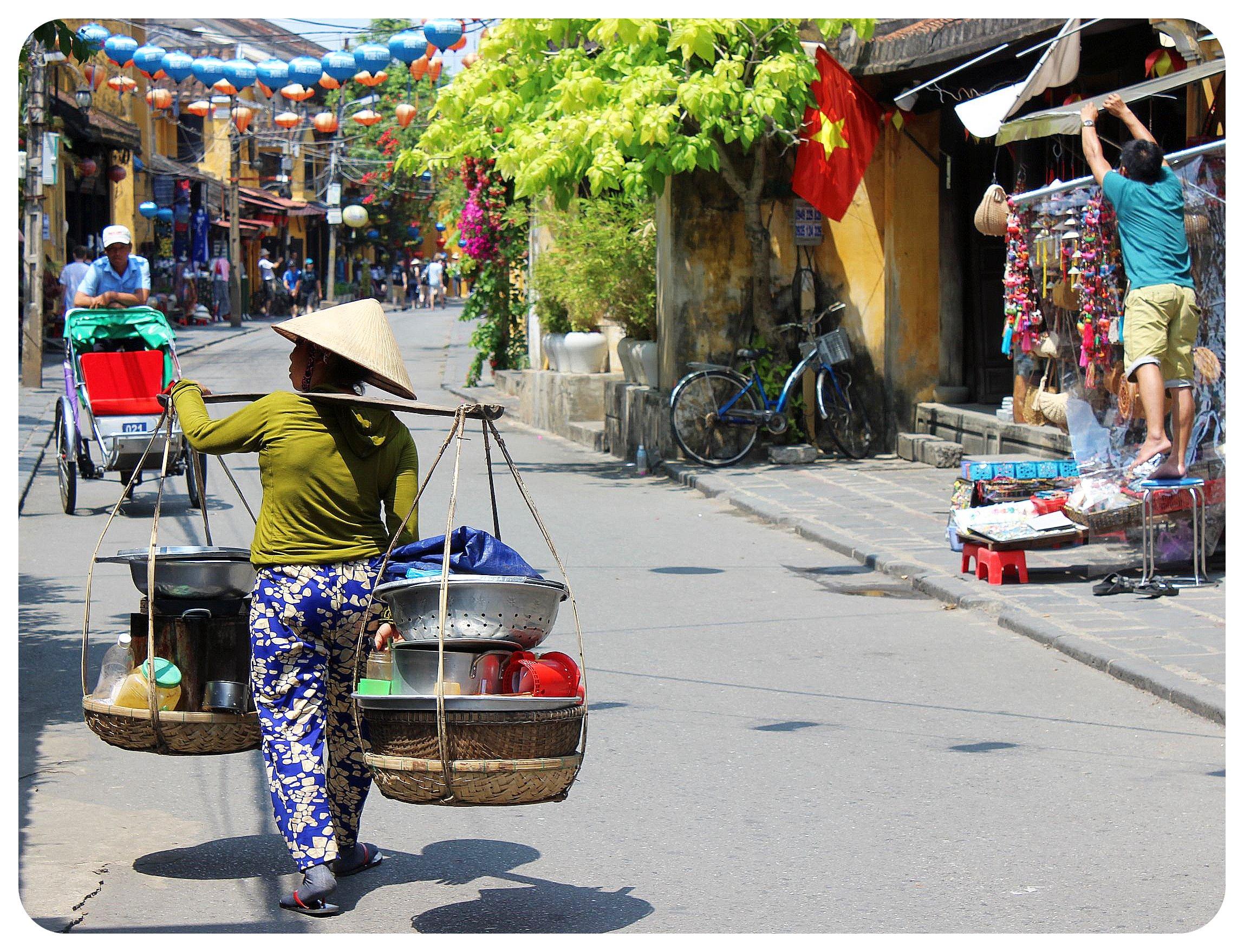 female solo travel vietnam
